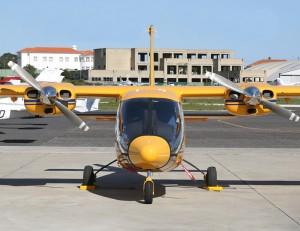 O cockpit, inspirado nos helicópteros, é o principal diferencial do bimotor italiano