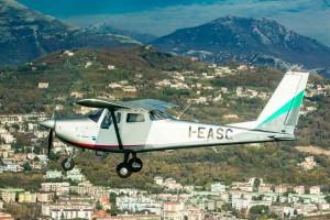 O V1.0 transporta quatro pessoas (um piloto + três passageiros)